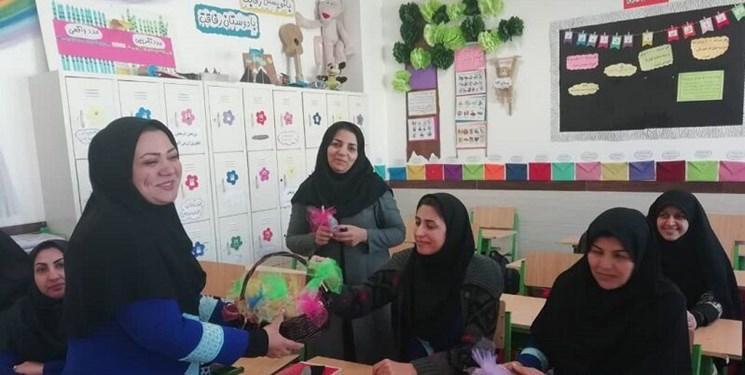 خانم معلم سر کلاس درس دچار ایست قلبی شد و درگذشت