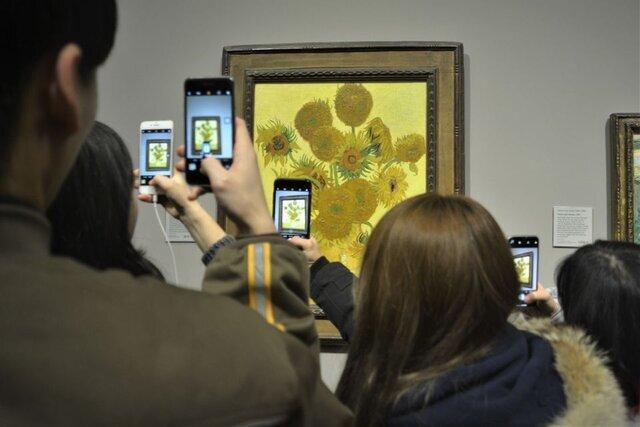 موزه ملی توکیو ، کرونا بالای سر شاهکار ون گوگ