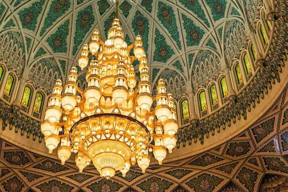عمان، صندلی دومین لوستر و فرش بزرگ دنیا