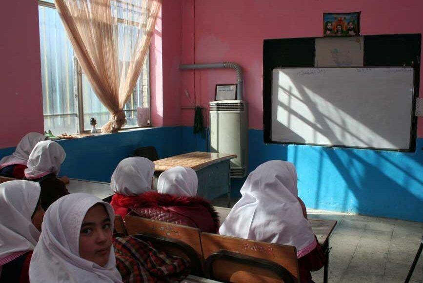خبرنگاران سیستم گرمایشی 50 مدرسه درمیان استانداردسازی شد