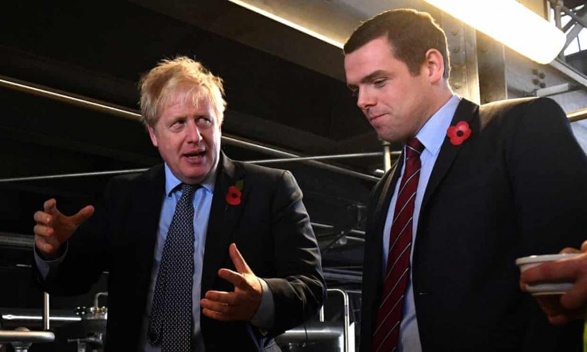 عضو ارشد دولت انگلیس در اعتراض به تخلف مشاور جانسون استعفا داد