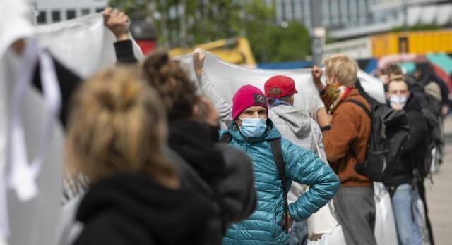 خبرنگاران تظاهرات مردم در ایتالیا علیه اجباری شدن ماسک برای مدارس