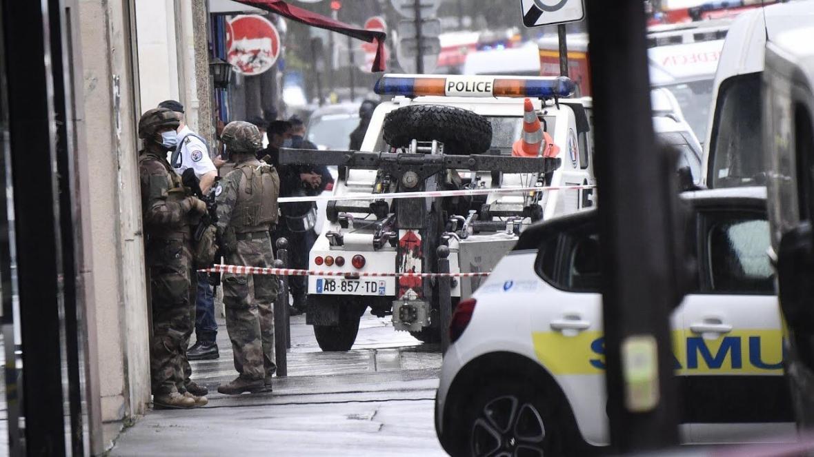 خبرنگاران پلیس فرانسه به تکرار چاقو کشی در پاریس با گلوله پاسخ داد
